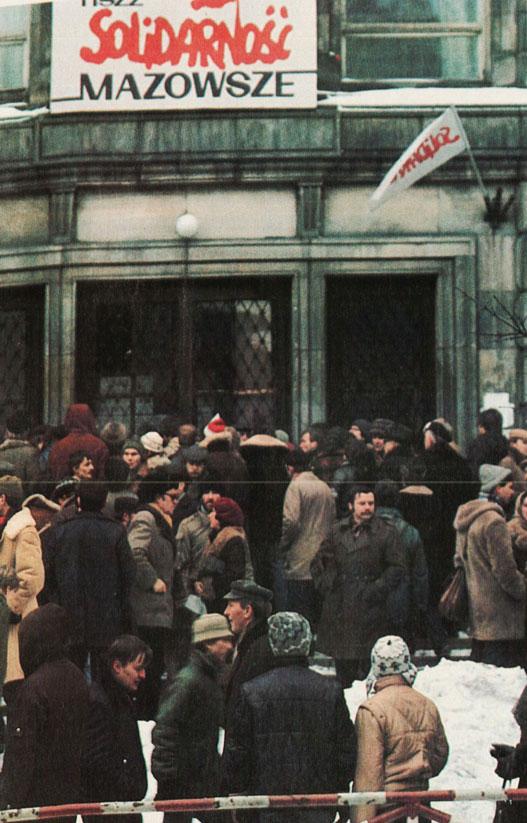 Lech Not Arrested, Sharon Blasts U.S., The Pope Sends Envoys – December 19, 1981
