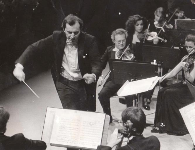 Orquesta Ciudad de Granada With Peter Csaba In Music Of Ibert, Wolf-Ferrari, Sibelius And Kodaly – Past Daily Mid-Week Concert