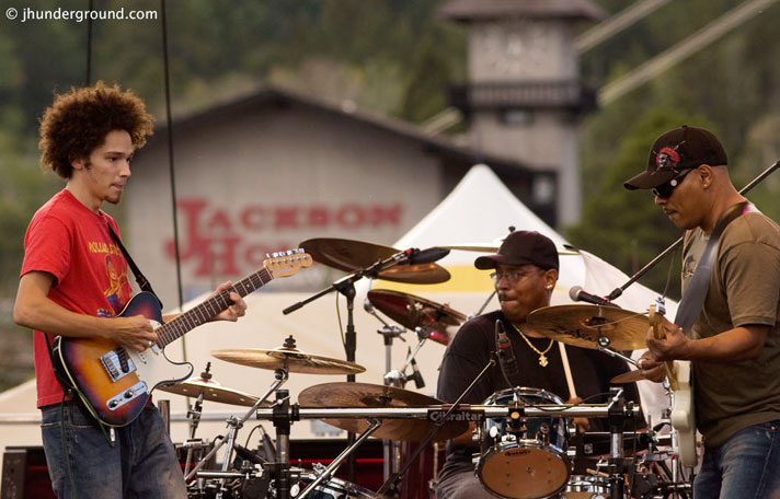 Dumpstaphunk Live At Jazz Fest 2013 – Nights At The Roundtable: Festival Edition