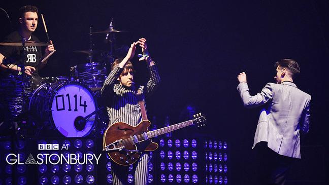 Arctic Monkeys – Live At Glastonbury 2013 – Past Daily Backstage Weekend
