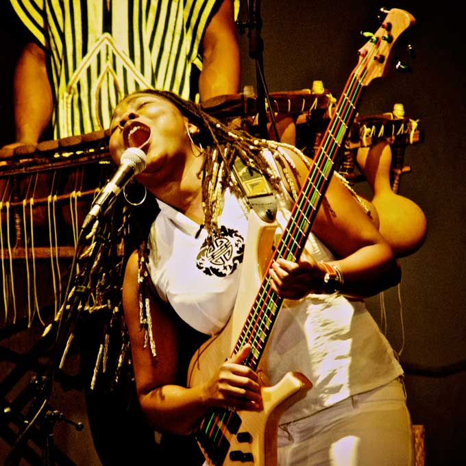 Acoustic Africa – Live At Afrika Festival 2013 – Nights At The Roundtable: Festival Edition