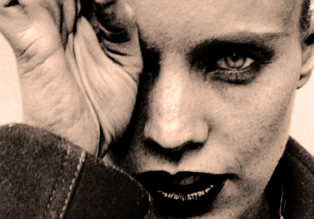 Anna Calvi – Live At Route du Rock 2014 – Nights At The Roundtable: Concert Edition