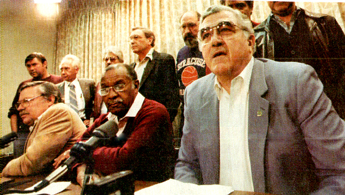 October 23, 1985 – UAW Strike Settlement: Trading Picket Signs for Rivet Guns – UN At 40: Potentates And Gridlock – Gearing Up For A Summit