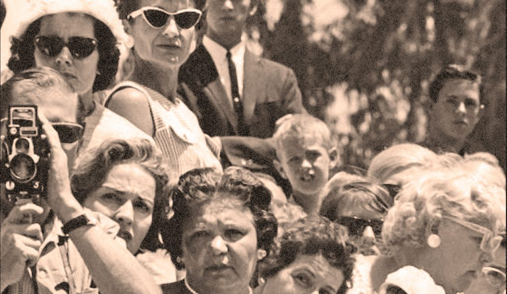 Crowd at the Marilyn Monroe funeral